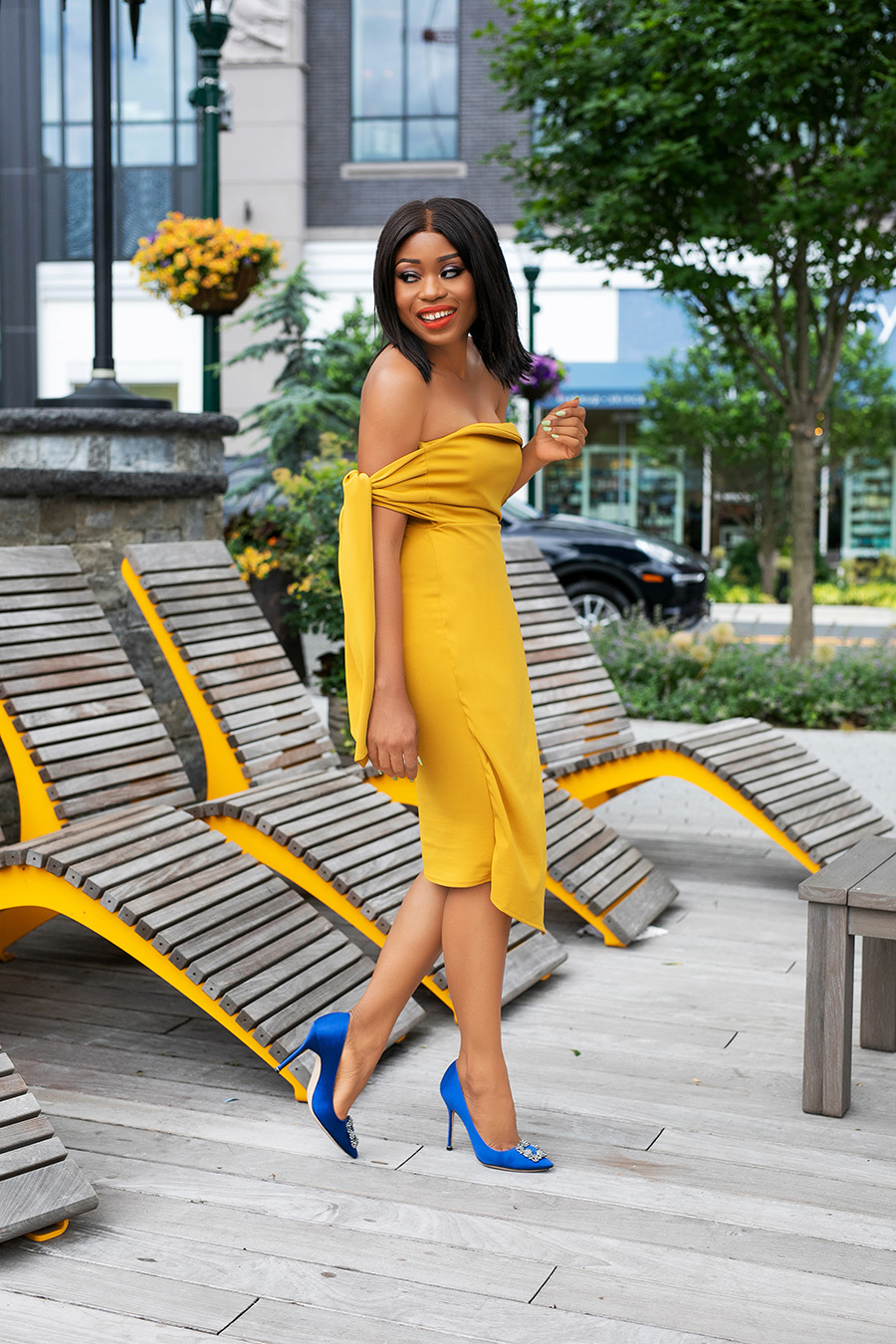 best summer yellow dress and blue pumps