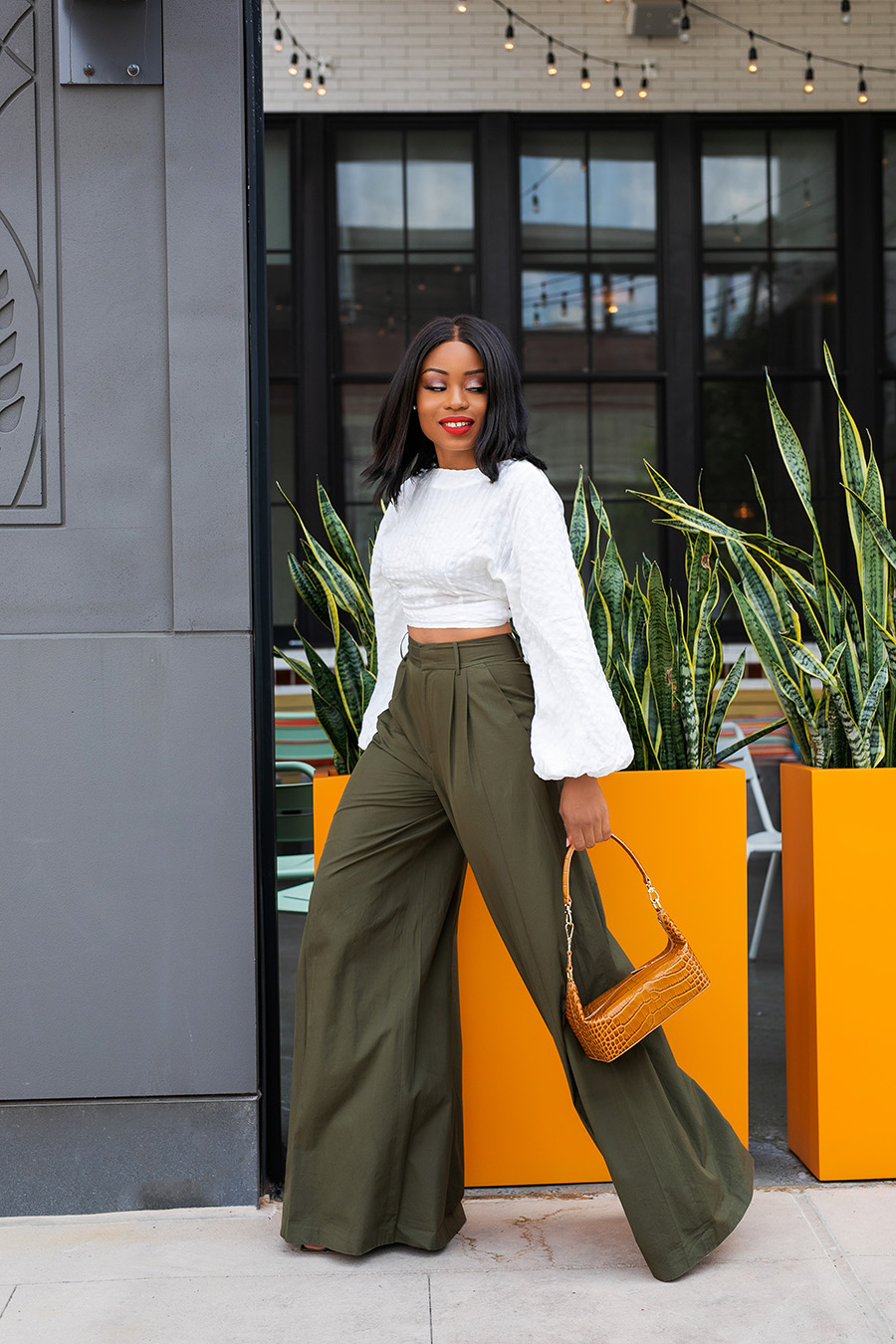 how to style wide-leg pants with crop top