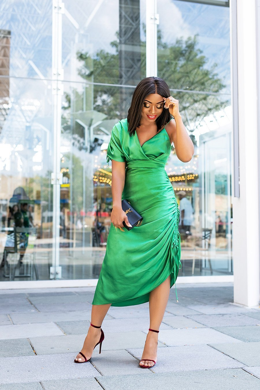 fashion-blogger-Stella-Adewunmi-of-Jadore-Fashion-shares-favorite-holiday-party-style-dresses