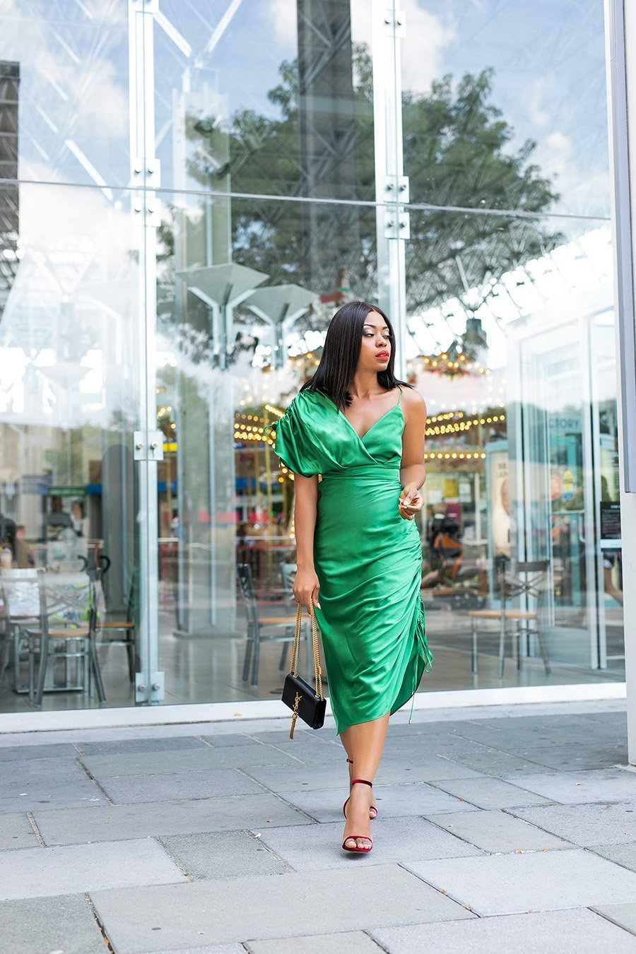 fashion-blogger-Stella-Adewunmi-of-Jadore-Fashion-shares-favorite-holiday-party-style-dresses-and-gifts