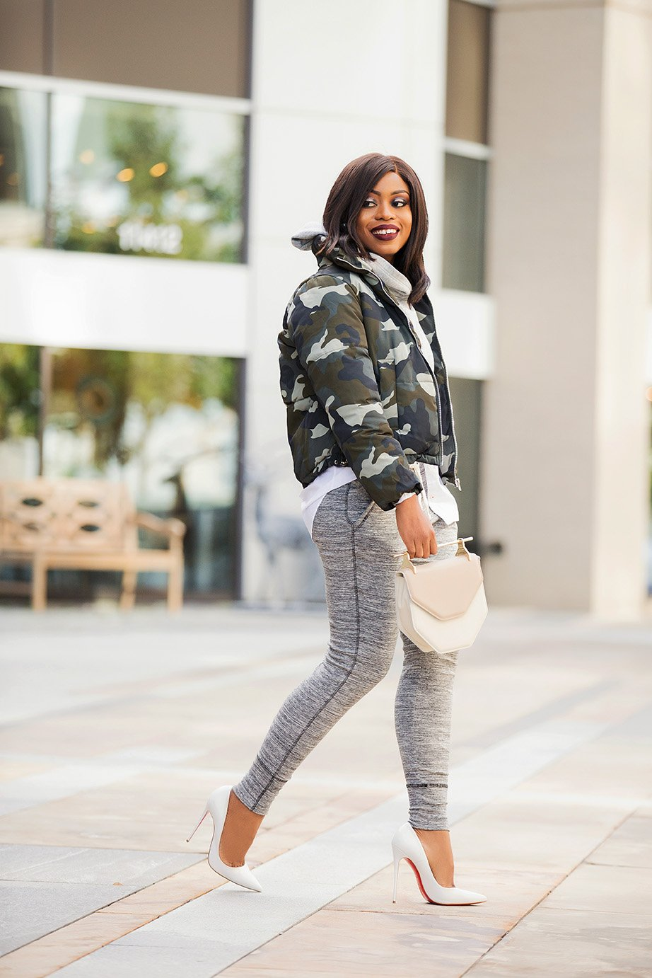 chic-ways-to-wear-puffer-coat-and-joggers