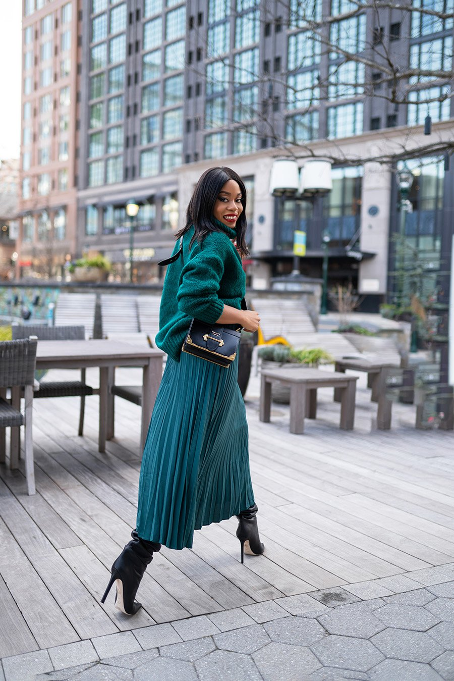 pleated-skirt-knee-high-boots-in-the-city