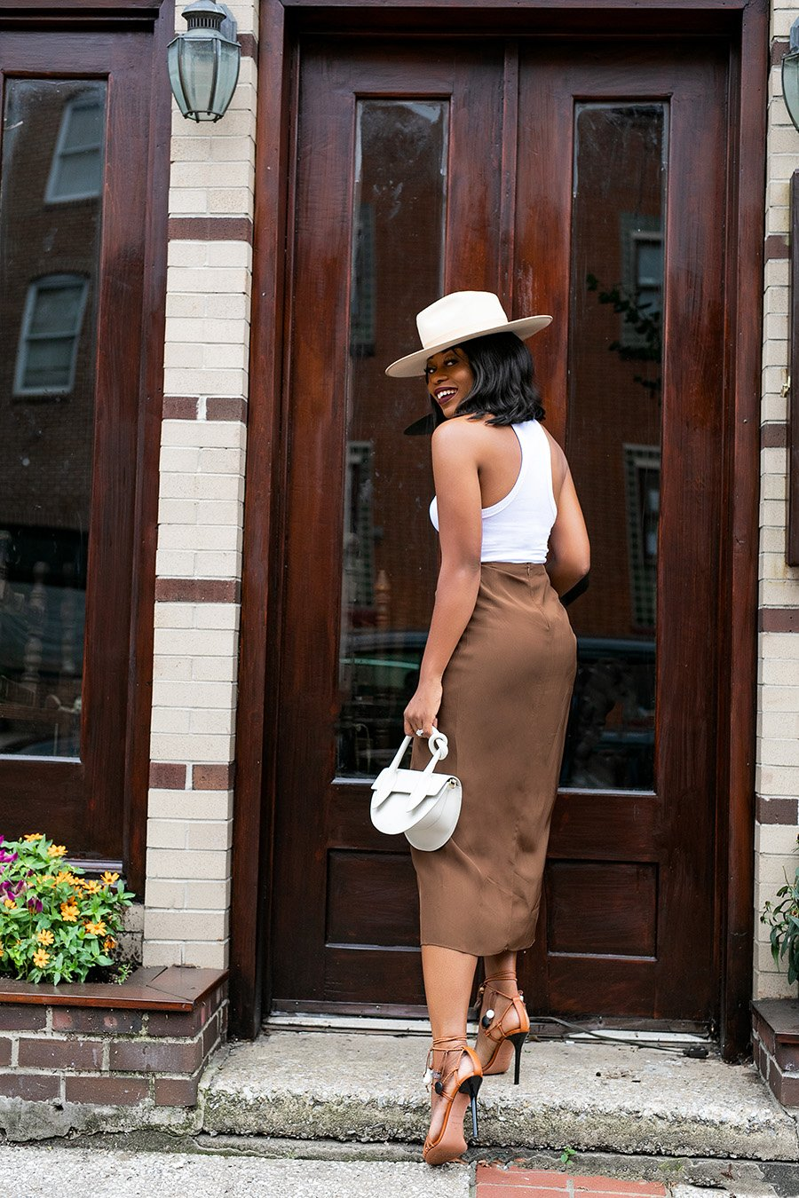 how-to-wear-neutral-for-summer