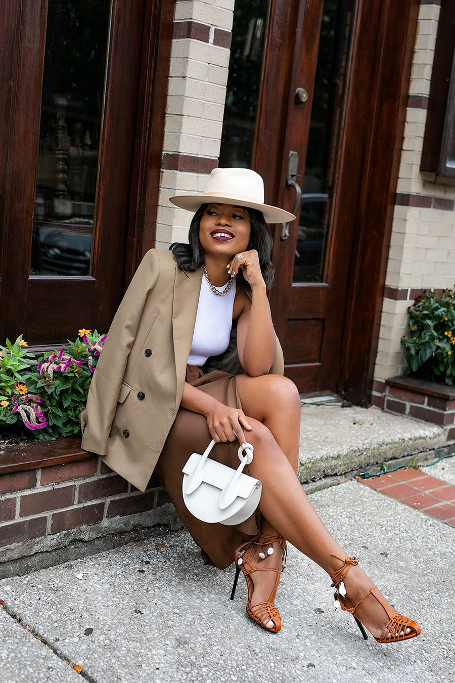 stella-adewunmi-of-jadore-fashion-blog-share-how-to-wear-neutral-outfits-for-summer