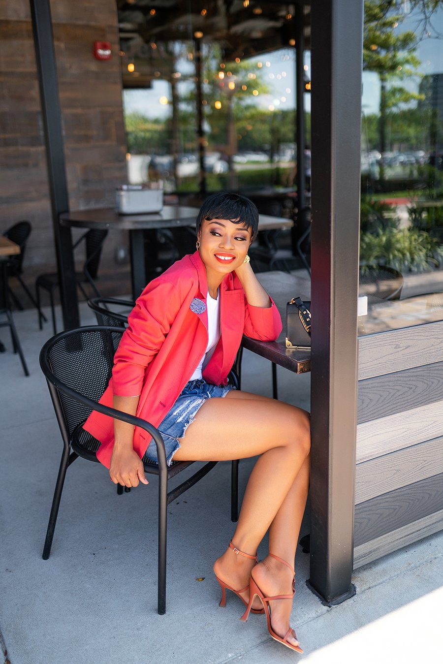 stella-adewunmi-of-jadore-fashion-blog-shares-how-to-style-blazer-and-denim-shorts