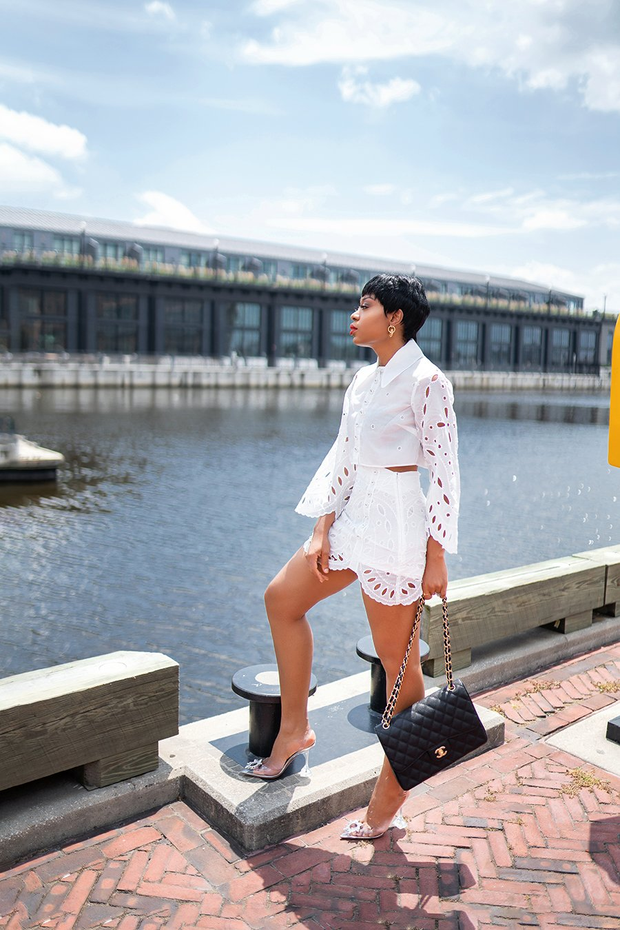 stella-adewunmi-of-jadore-fashion-blog-shares-summer-white-outfit-summer-date-style
