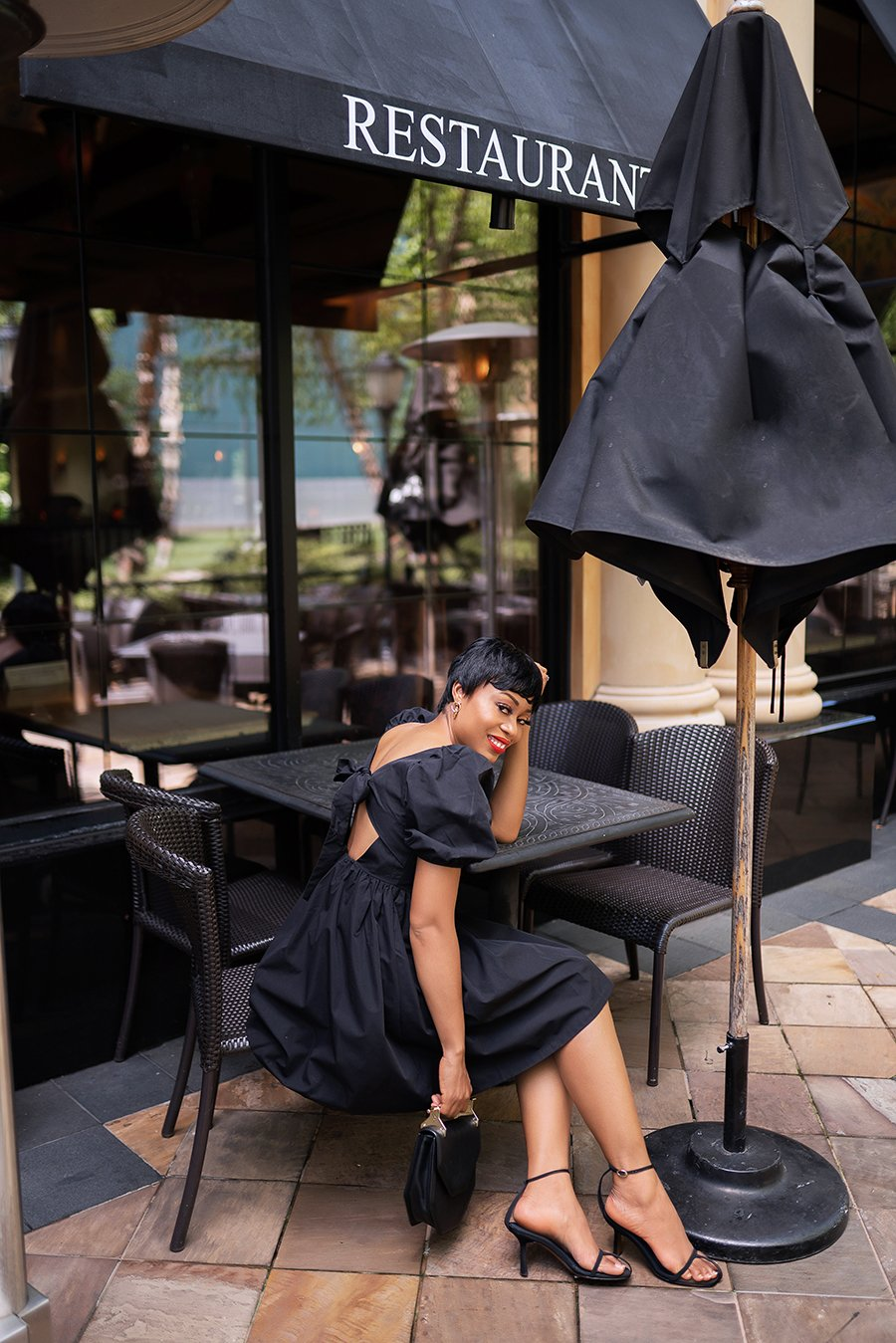 stella-adewunmi-of-jadore-fashion-blog-shares-HMxme-perfect-end-of-summer-little-black-dress