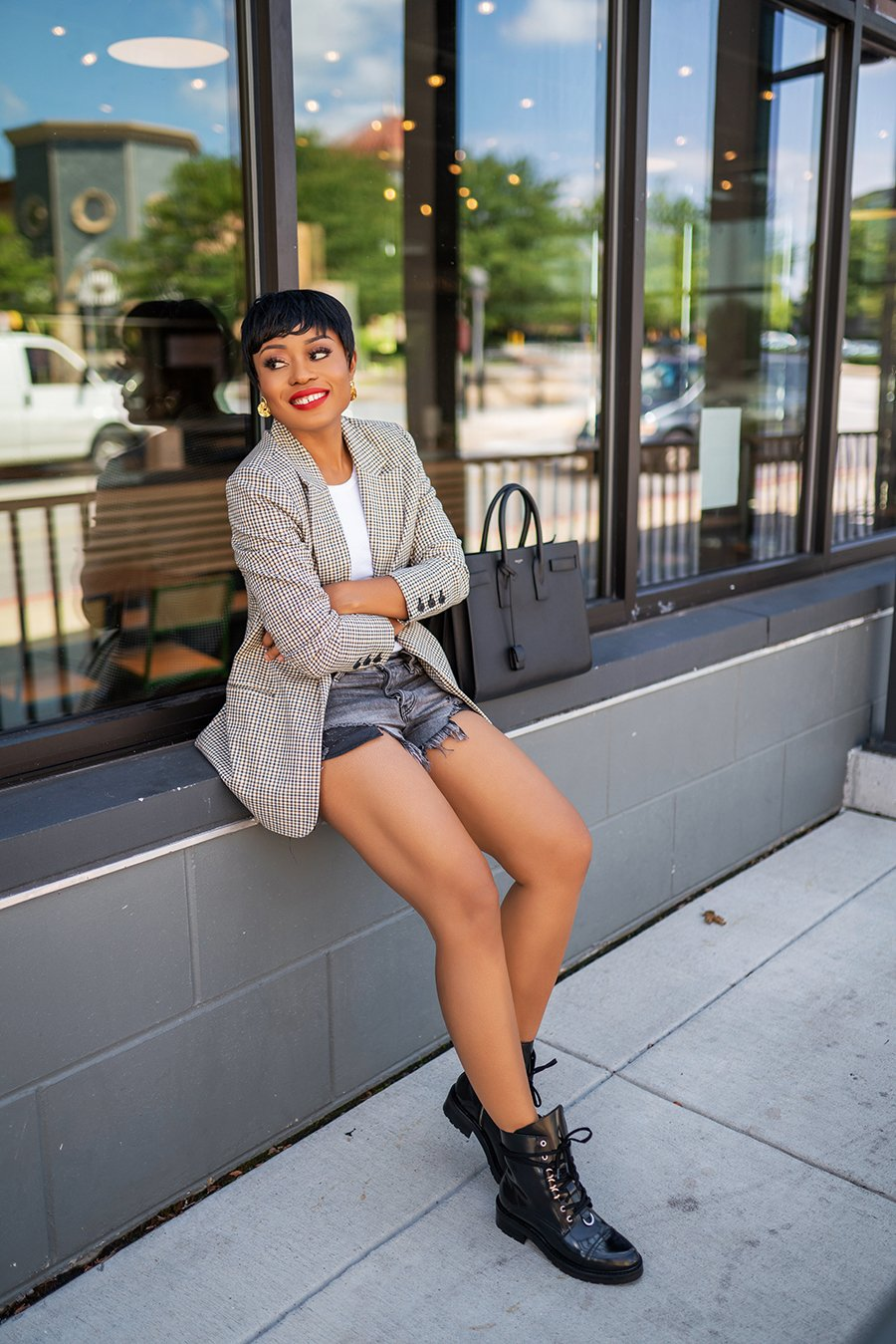 stella-adewunmi-of-jadore-fashion-blog-shares-fall-trends-to-wear-now-how-to-style-shorts-for-fall