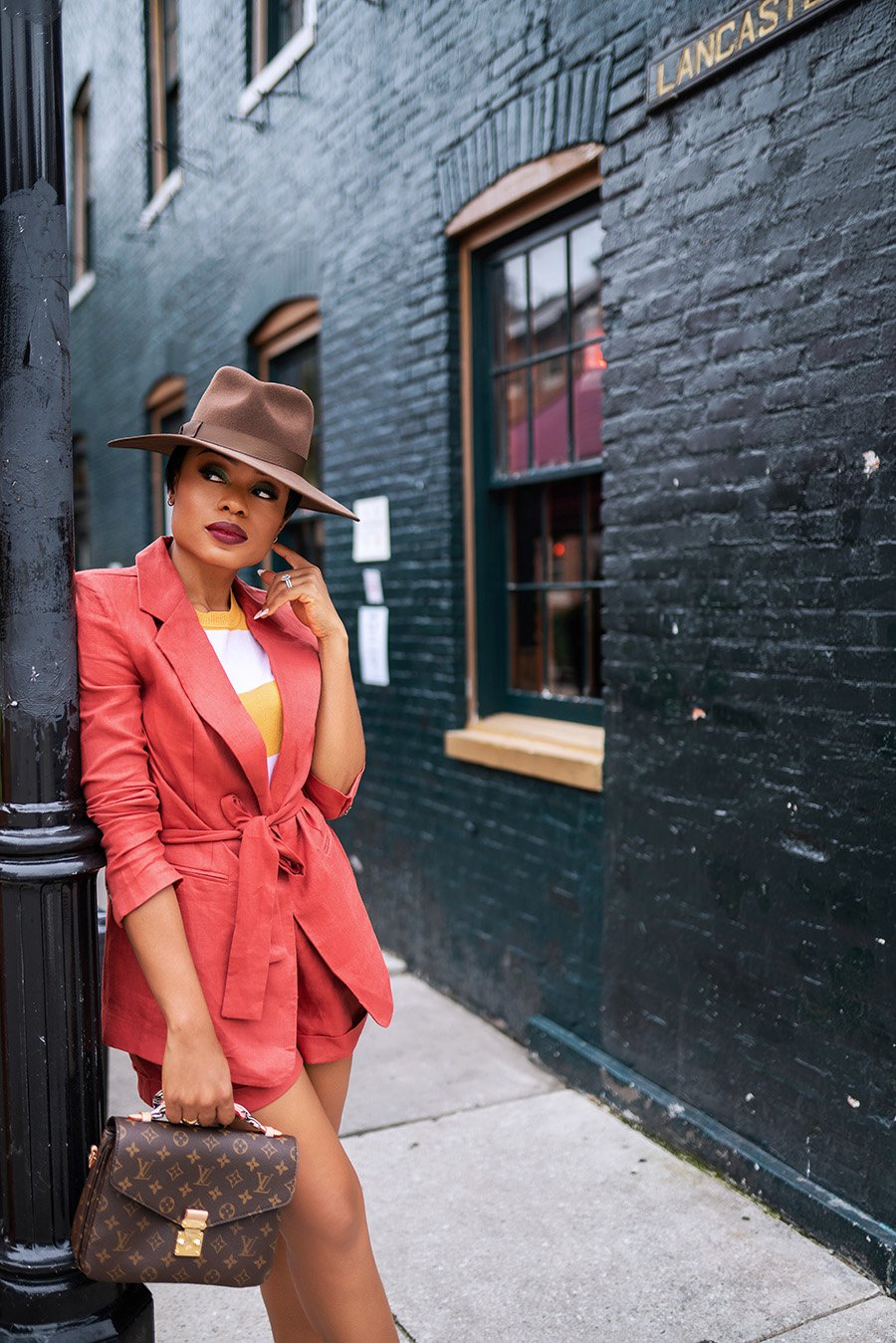 stella-adewunmi-of-jadore-fashion-blog-shares-The-Best-Shorts-and-Blazer-Suit-Set-For-Fall