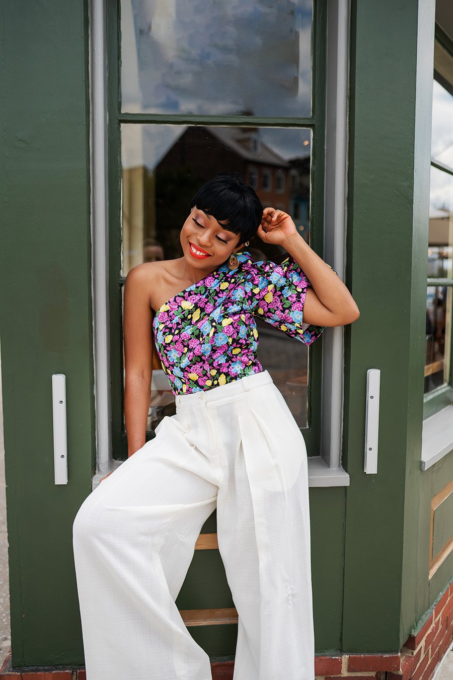 stella-adewunmi-of-jadore-fashion-blog-shares-jacquemus-wide-leg-pants-floral-top