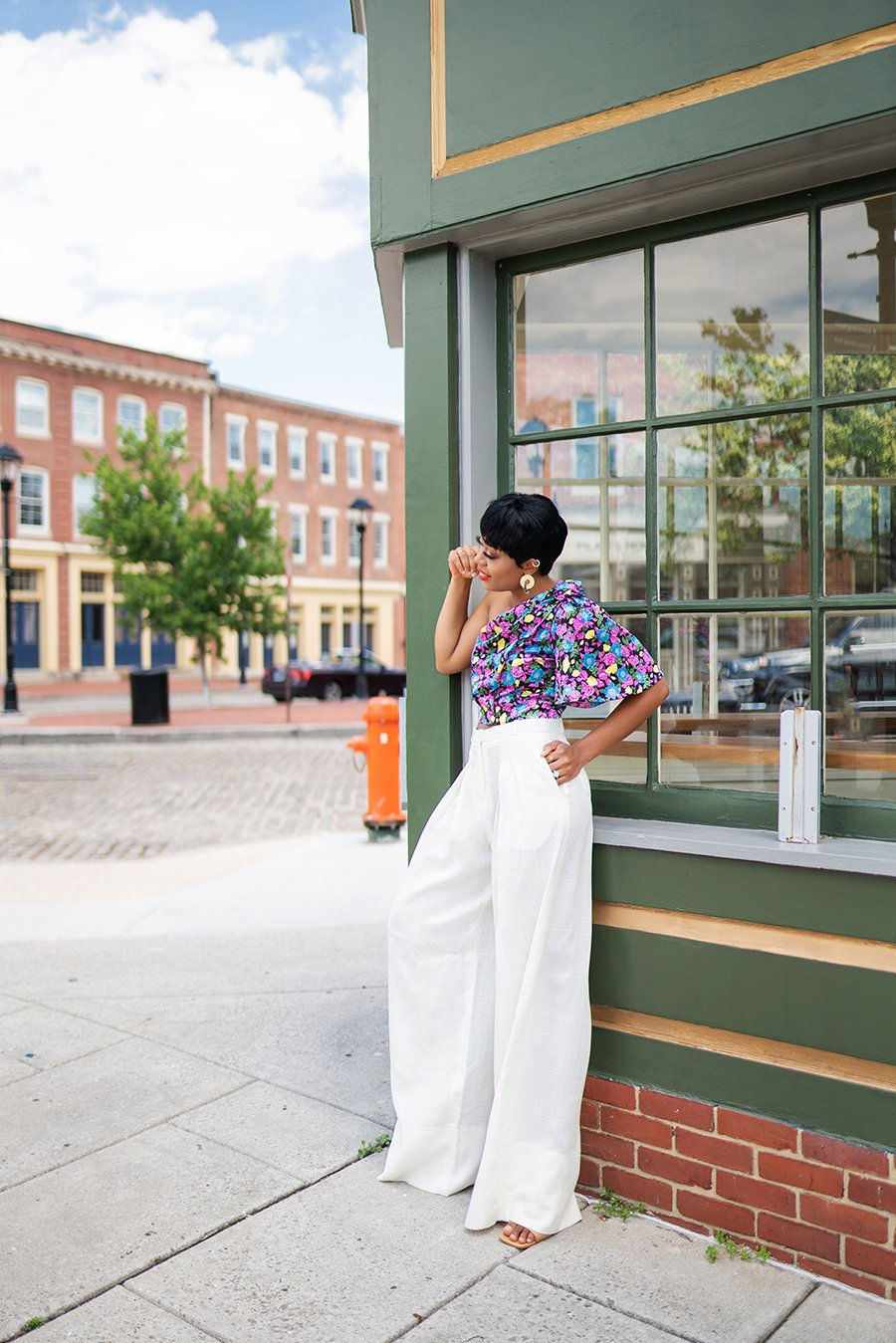 stella-adewunmi-of-jadore-fashion-blog-shares-what-to-wear-this-labor-day-white-pants-floral-crop-top