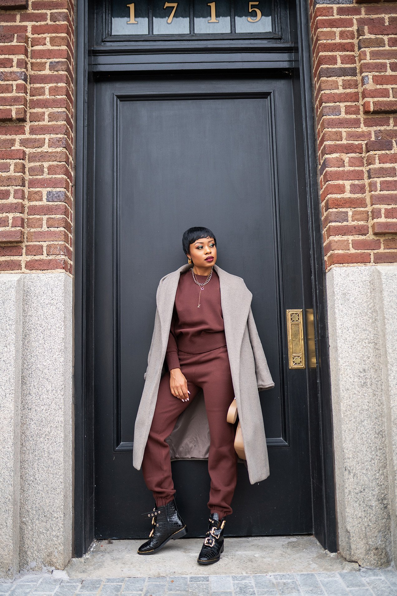 stella-adewunmi-of-jadore-fashion-blog-shares-the-best-matching-sweat-set-to-buy-now