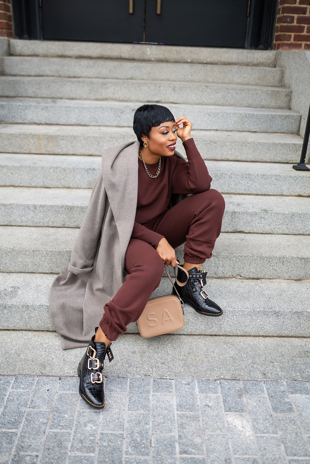 stella-adewunmi-of-jadore-fashion-blog-shares-how-to-style-Zara-sweatshirt-and-sweatpants-set-topshop-booties