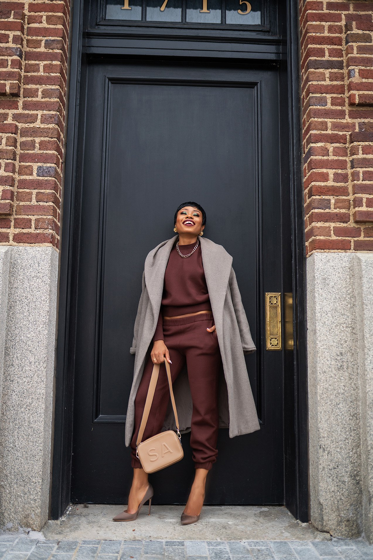 stella-adewunmi-of-jadore-fashion-blog-shares-how-to-style-Zara-sweatshirt-and-sweatpants-set
