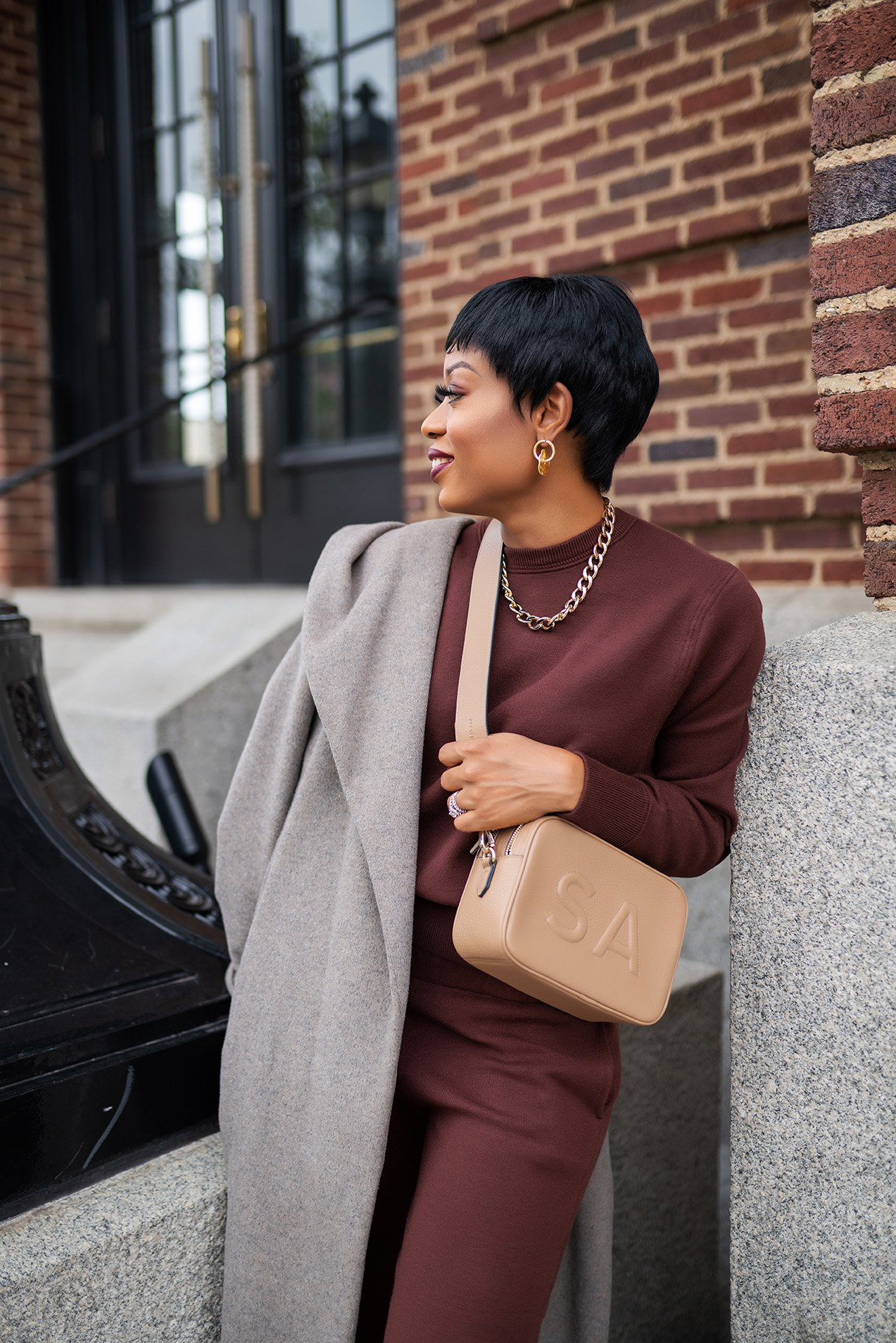 stella-adewunmi-of-jadore-fashion-blog-shares-leatherology-bag