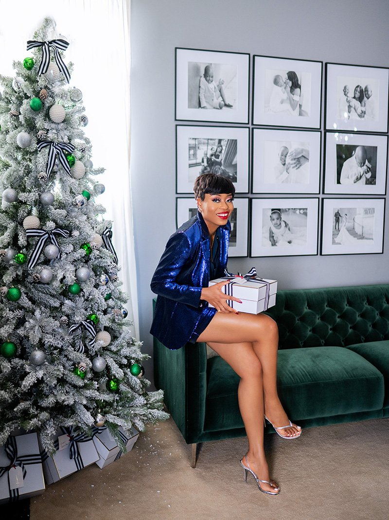 sequins-outfit-perfect-for-the-holiday-and-new-year-retrofete-myma-blazer-shorts
